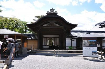 金閣寺方丈前