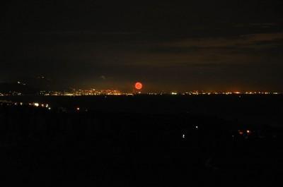 淡路島から見る三ノ宮の花火