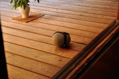 この石は...